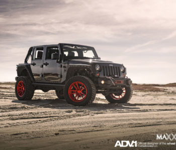 <b>Jeep Wrangler JKU</b> – ADV5.2 M.V2 SL Brushed Aluminum / Gloss Red Concave Wheels