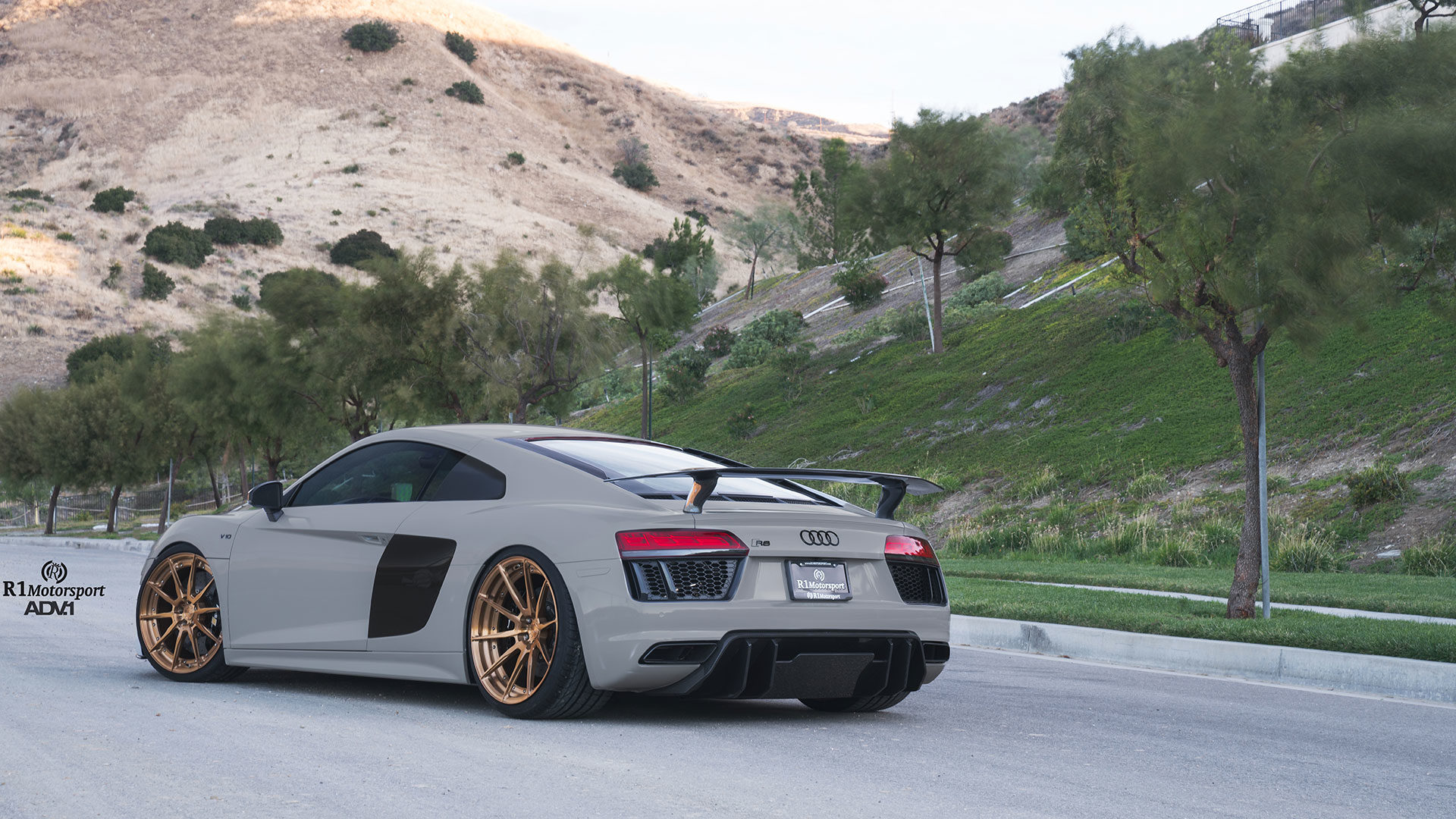 Nardo Gray Audi R8 V10 Plus - ADV10 M.V2 CS Concave Wheels