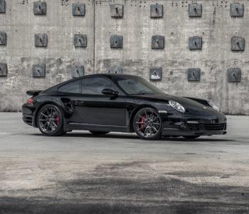 Black Porsche 997 Turbo – ADV5.0 FLOWspec Wheels in Brushed Gloss Liquid Smoke